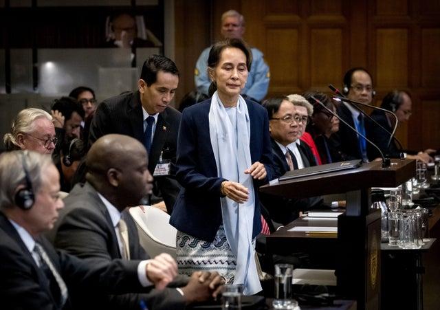 سرزنش آنگ سان سوچی توسط زنان برنده صلح نوبل: به جنایات علیه روهینگیا اعتراف کن!
