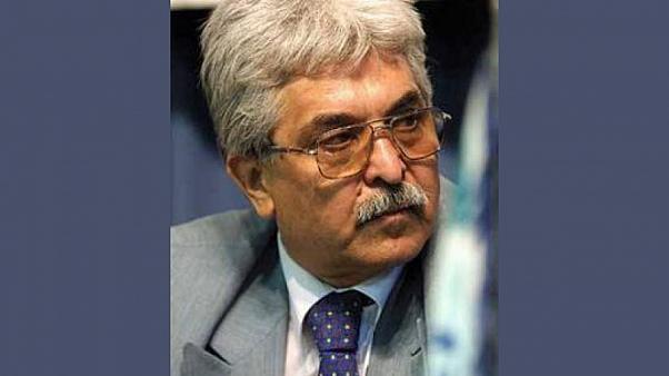 دکتر سید محمد سیفزاده؛ علی خامنهای به هیچ وجه حق ورود به موضوع «واردات واکسن» را ندارد